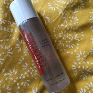 ESSENTIALS Eye Makeup Remover